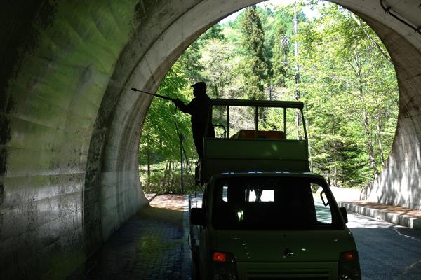 トンネル内清掃